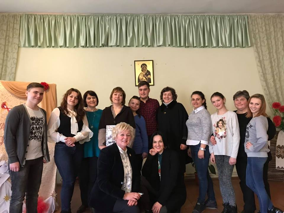 27 березня, в Міжнародний день театру ,  учасники аматорського театральногоколективу «Свічадо»  Буського РНД зустрілися в театральному кафе